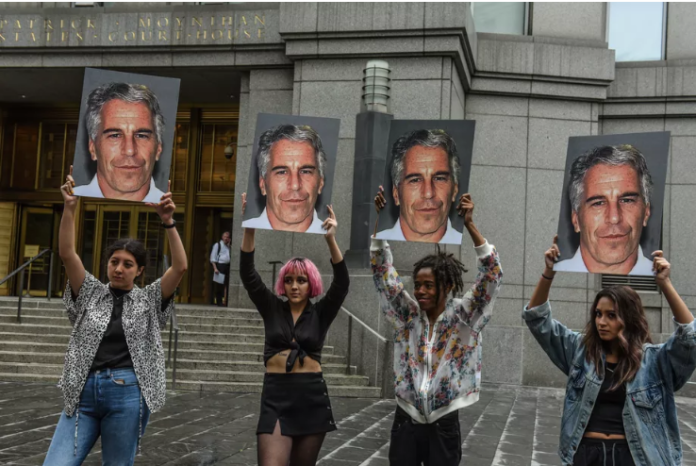 Jeffrey Epstein in front of a New York City federal courthouse