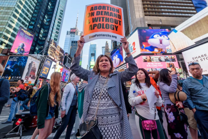 Protesters in favor of abortion rights gathered in New York's